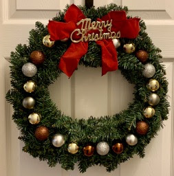 Handmade DIY holiday wreath by Leovan Design.