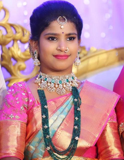Cute girl in Emerald Beads Haram Choker