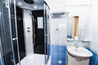 Санитарный узел в гостинице Седата Игдеджи