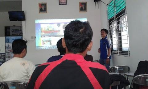 Relawan TIK Latih KMPD IT dan Siswa SMK Belajar Menulis Berita