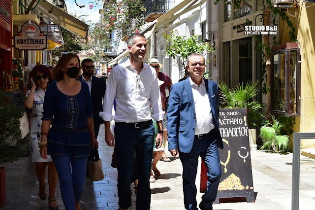 Η βόλτα του Κώστα Μπακογιάννη στο Ναύπλιο και η έκπληξη των Αθηναίων