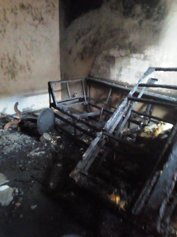 casa-incendiada4-750x1000