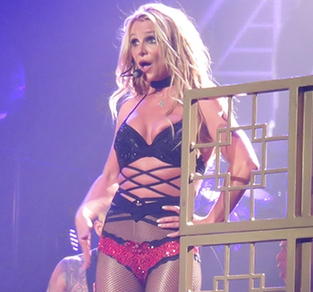 Britney Spears has a wardrobe malfunction on stage.. (photos)