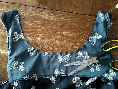Adzik tworzy - pogłębianie dekoltu w sukience