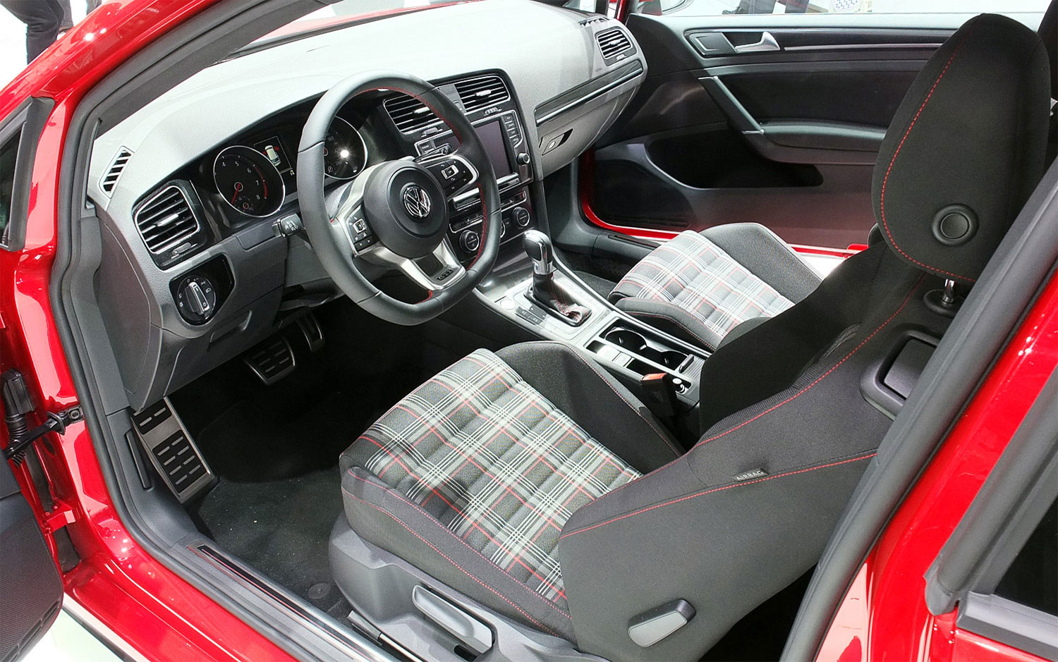 gti volkswagen wolfsburg driver interior ends production editions chicago edition cars