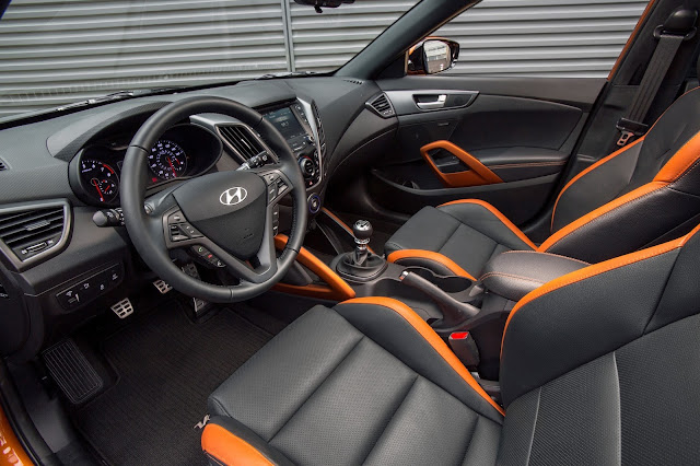 Interior view of 2017 Hyundai Veloster Turbo