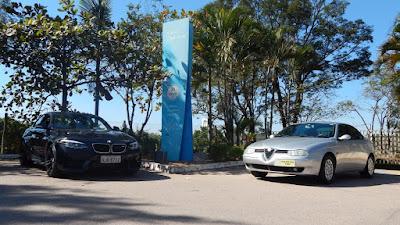 BMW M2 e Alfa Romeo 156: ao todo são 525 cavalos de emoção.
