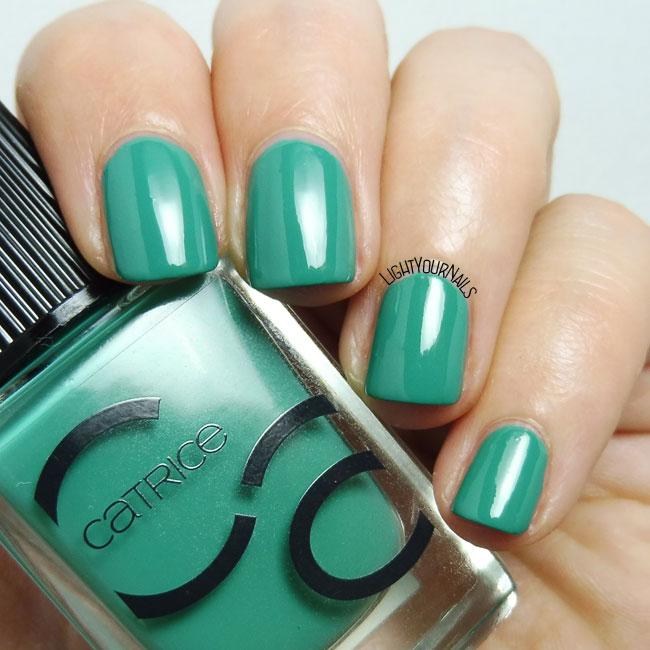 Smalto verde Catrice ICONails 13 Mermayday Mayday green nail polish