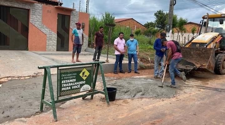 Dr. Deibson Balé mantém ritmo intenso de vistoria a obras em Trizidela do Vale