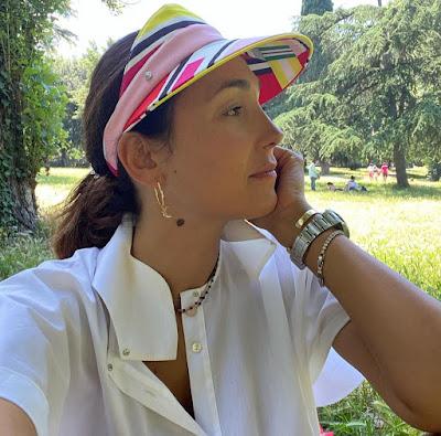 Caterina Balivo con cappello picnic a Villa Borghese Roma 13 giugno