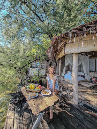 Breakfast in the hut - Coral Hut