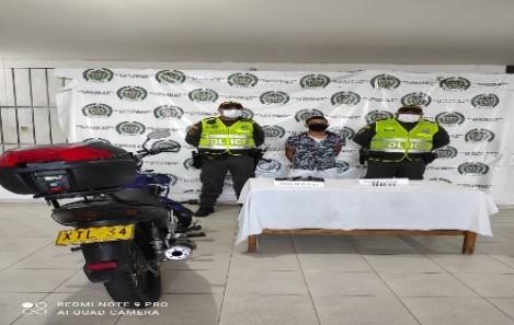 hoyennoticia.com, Capturado por andar armado ilegalmente en una moto