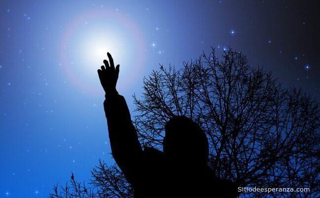 Mirando una estrella en el cielo