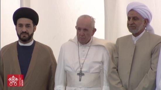 Quello in mezzo non è nemmeno un cristiano: L'apostata Jorge Bergoglio, S.J.