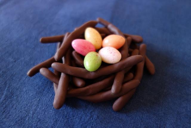 Broche nid de Pâques - comme des orangettes et oeufs en sucre - La  Fille du Consul
