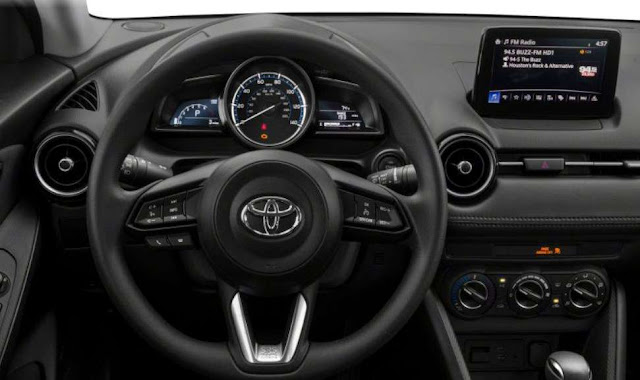 toyota-yaris-steering-wheel-control-and-infotainment-system-screen