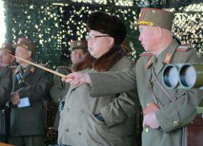 Coreia do Norte desafia os EUA e faz exercício com fogo real