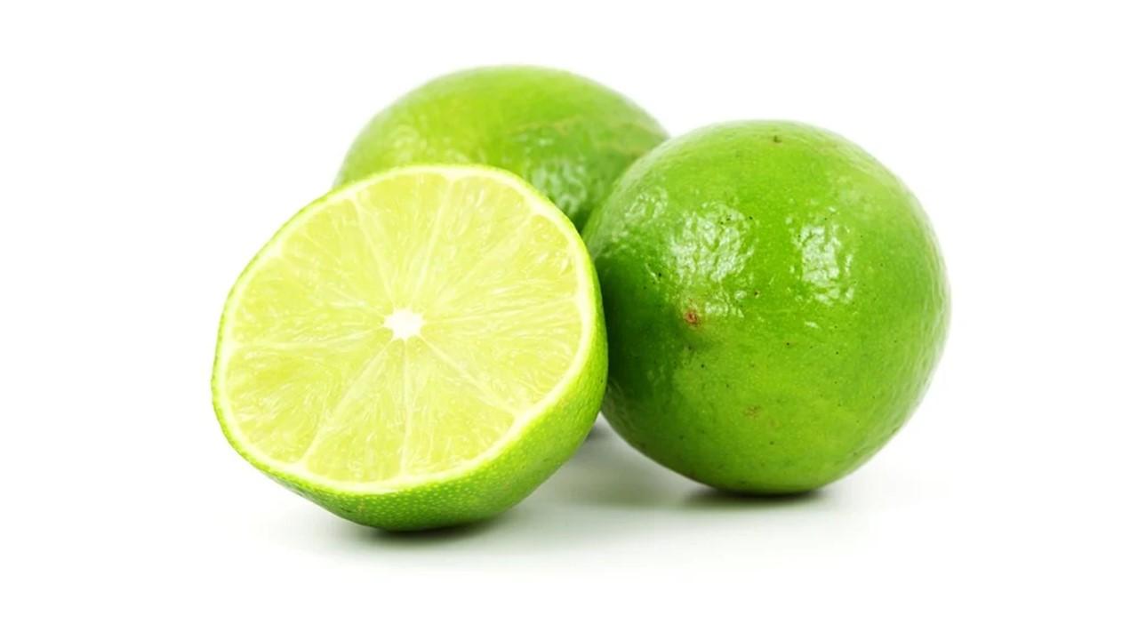 فوائد عصير الليمون بدون سكر، أضرار عصير الليمون، فوائد الماء الدافئ والليمون على الريق للتخسيس، أضرار شرب الماء الدافئ والليمون على الريق، الماء والليمون على الريق للكرش، فوائد عصير الليمون للتخسيس، هل شرب الليمون يومياً مضر، فوائد الليمون مع الماء الساخن