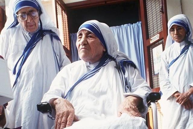 Zastrzyki robiono używanymi igłami. Czy Matka Teresa powinna zostać świętą?