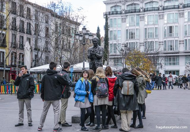 Estátua de Garcia Lorca na Plaza de Santa Ana, em Madri