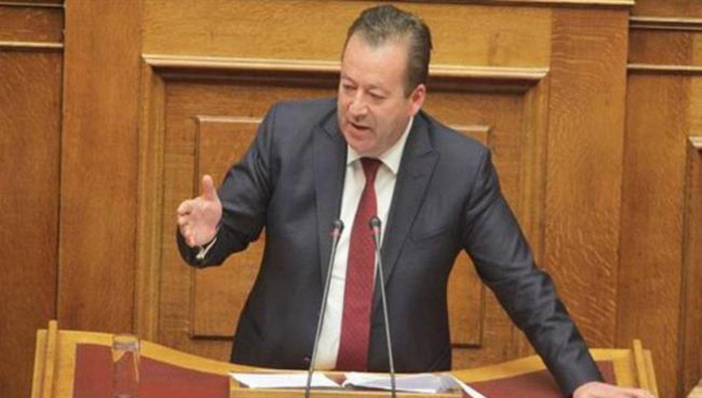Ο Βασίλης Κόκκαλης ζητάει από Βορίδη να μην καταργήσει το δημόσιο χαρακτήρα του ΕΛΓΑ