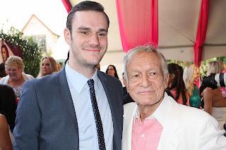 Cooper Hefner heredero del imperio Playboy con su pabre Hugh Hefner