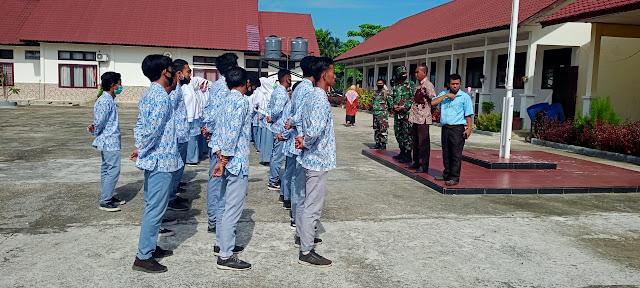 Anggota Satgas TMMD 110 sosialisasikan pendaftaran TNI Gratis