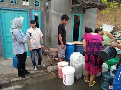 Rahmat Mirzani Djausal Salurkan Air Bersih ke Warga Bumi Kedamaian