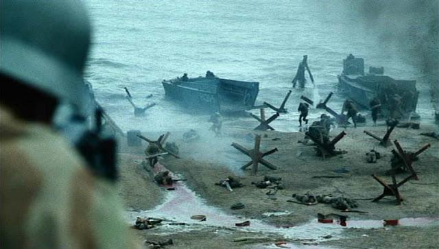 Alemanes disparando a los soldados aliados que desembarcan en la playa