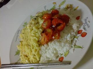 Suka Makan Mie Instan Dicampur Nasi, Siap-Siap Penyakit Gak Bisa Sembuh ini Bakal Menyerang Kamu