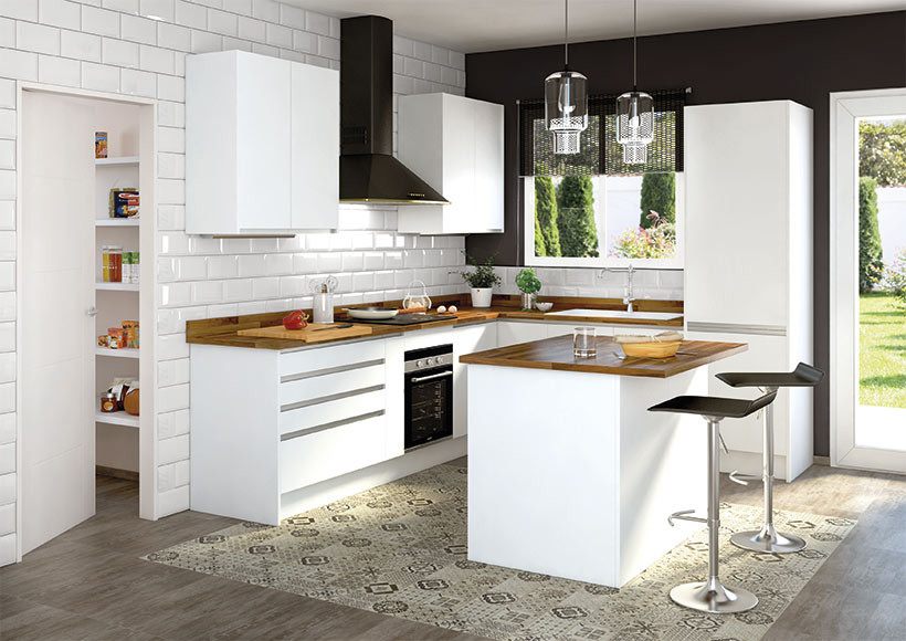 Deco cocinas luminosas en blanco y madera con estilo for Cocina blanca electrodomesticos blancos