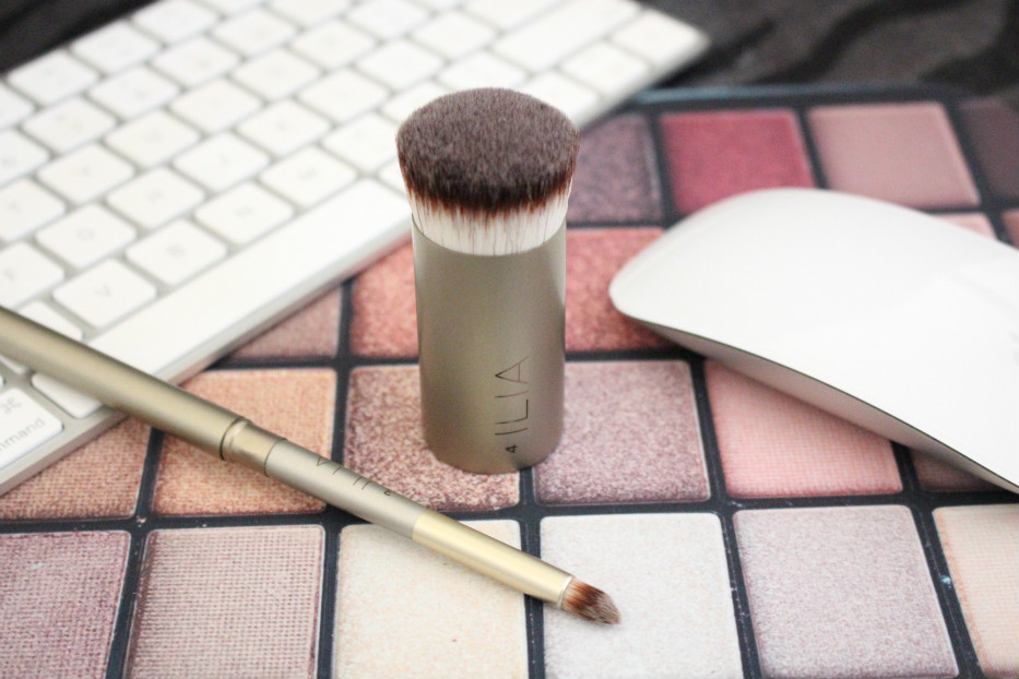 ILIA perfecting buff brush, ILIA lip defining brush