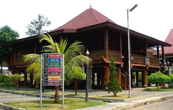 Foto Rumah Adat Lampung