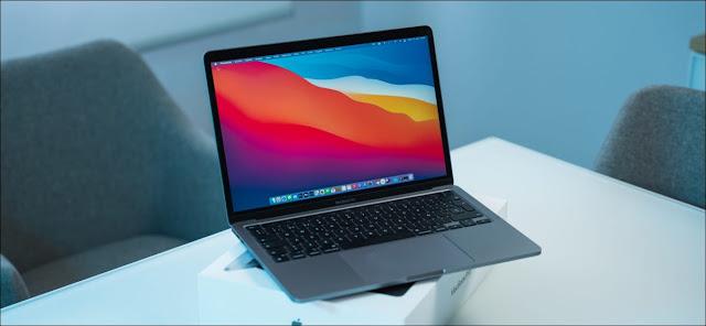 جهاز Apple MacBook Pro 2020 مع شريحة M1 Apple Silicon.