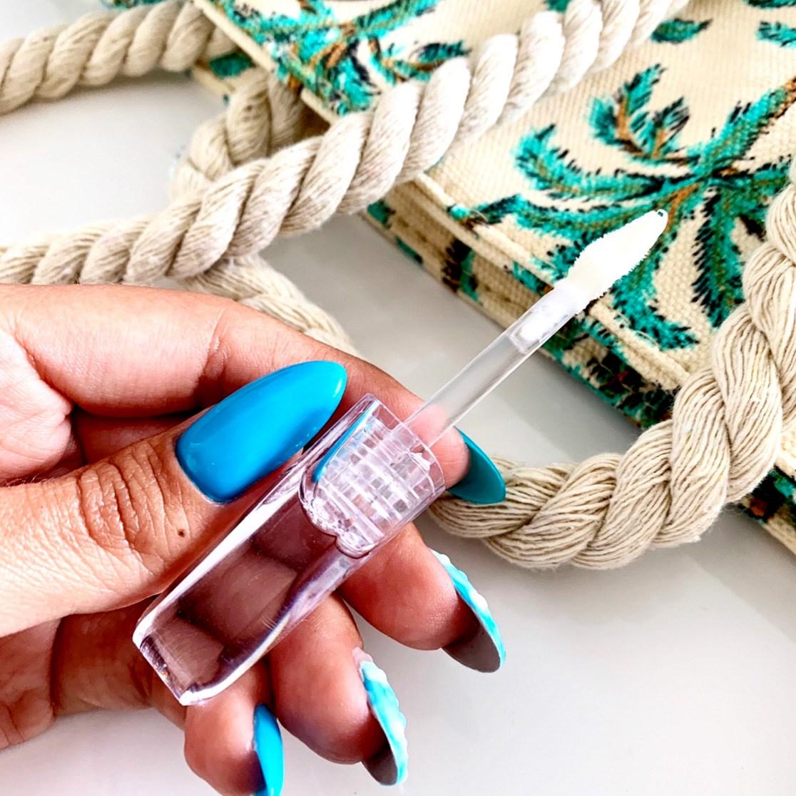 UZU Flowfushi 38˚C/99˚F Lip Treatment bezbarwny