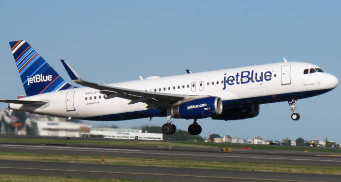 Avión que iba a Punta Cana tuvo que regresar a Boston por extraño hedor que afectó a los pasajeros
