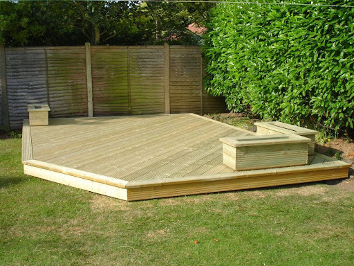 Simple deck design ideas backyard design ideas for Small garden design ideas decking
