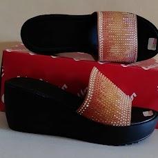 produksi Sandal model & Merek Milik Anda