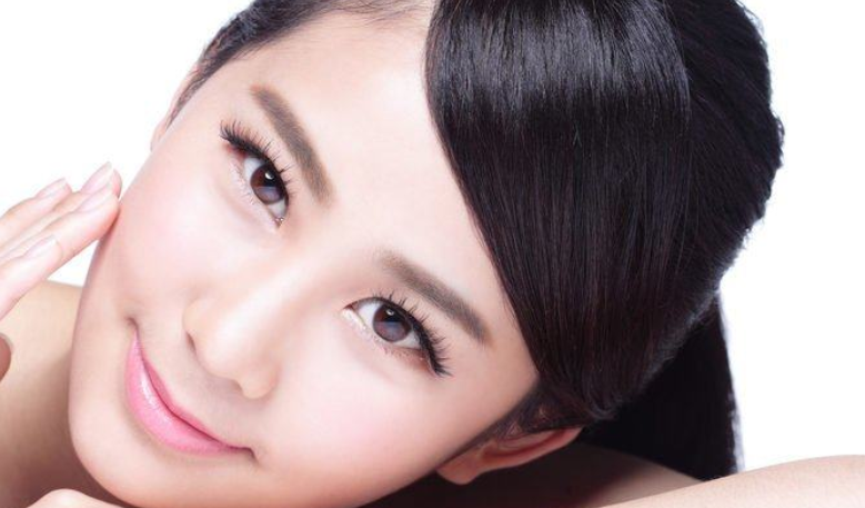 Bahan alami untuk menghaluskan kulit wajah