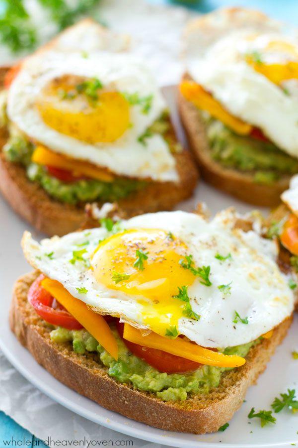 CALIFORNIA-STYLE FRIED EGG AVOCADO TOAST #vegetarian #salad #easy #avocado #eggfood