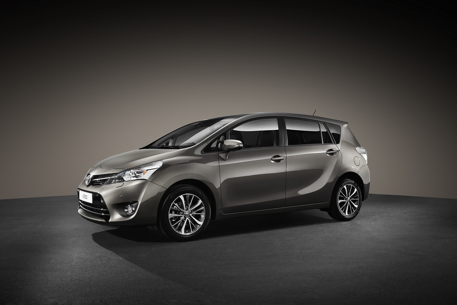 2016 toyota verso mpv gets upgraded interior and safety sense carscoops. Black Bedroom Furniture Sets. Home Design Ideas