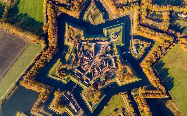 Το χωριό της Ολλανδίας που είναι χτισμένο σε σχήμα αστεριού