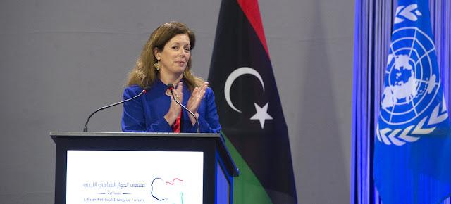 La representante especial interina para Libia, Stephanie Williams, felicita a los candidatos ganadores del Foro de Diálogo Político Libio.ONU/Violaine Martin
