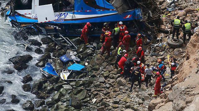 48 νεκροί από πτώση λεωφορείου σε χαράδρα