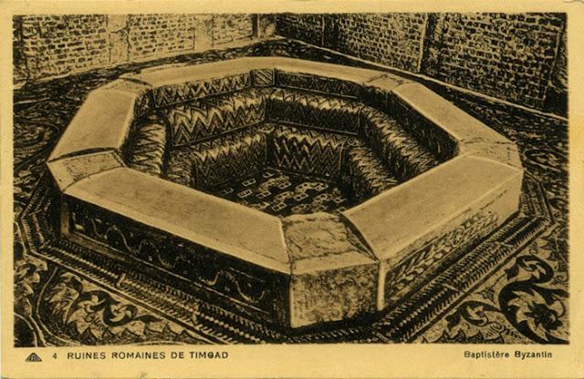 Uma fonte batismal encontrada em Timgad