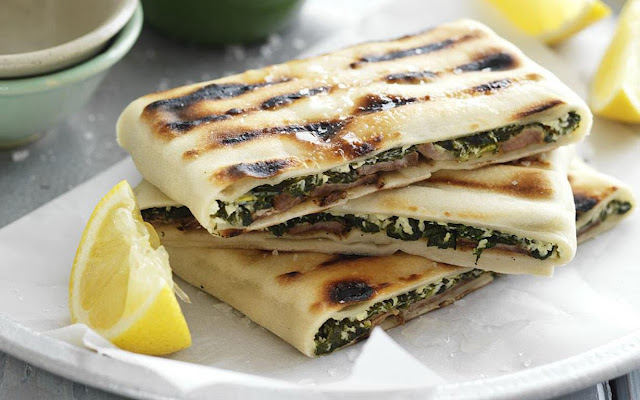 Lamb, cheese and spinach gözleme with lemon slice in  a serving dish