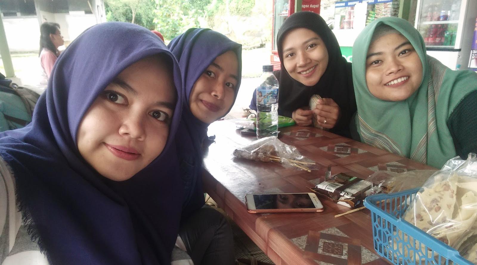 pakaian hijab gaul pengertian hijab gaul cara gaul memakai hijab pashmina cara pakai hijab pashmina gaul