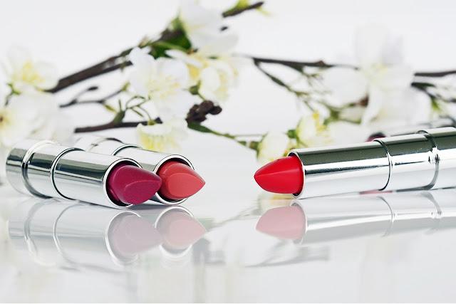 Cara Kekalkan Warna Lipstik dari Pudar
