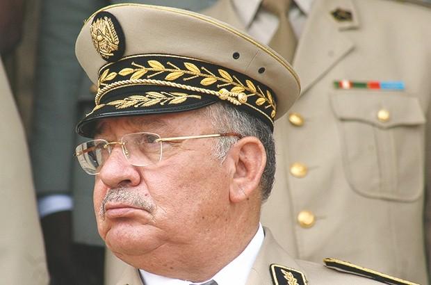 تعلمات عاجلة من قايد صالح لقائد القوات الجوية