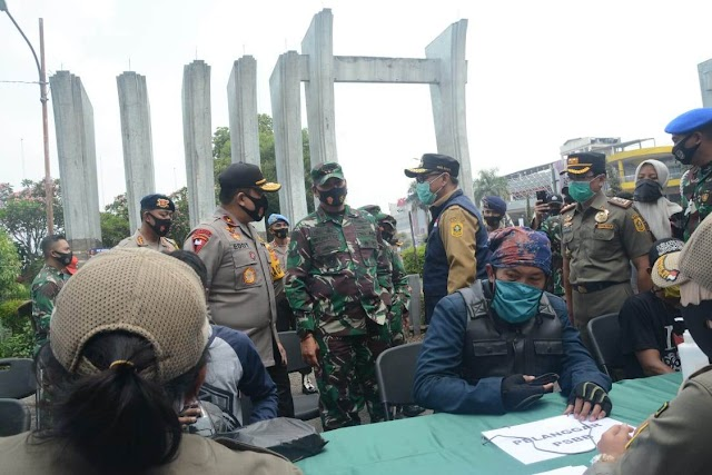 Kasdam III/Siliwangi dan Wakapolda Jabar Cek Operasi Yustisi Di Bogor
